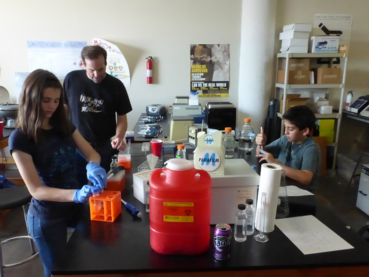 In Los Angeles, LA Biohackers dreams of biology for all : Makery