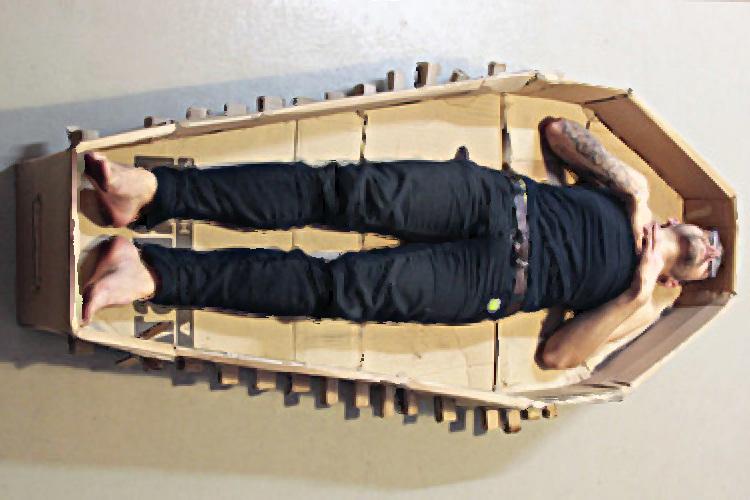 biy sp cial toussaint fabriquer son cercueil colo avec. Black Bedroom Furniture Sets. Home Design Ideas