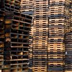 Suffisamment de palettes pour meubler une famille de 4 personnes. © CC Sara by-sa