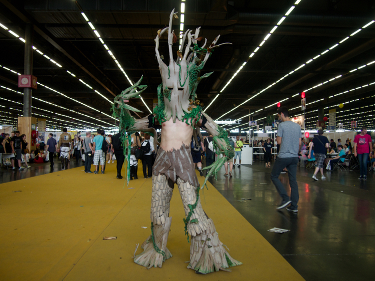 The cosplayers do it yourself makery gatan had made a tree costume for a play with thermo formed mats and warm glue with his triumphant attitude at japan expo everyone took him for groot solutioingenieria Choice Image