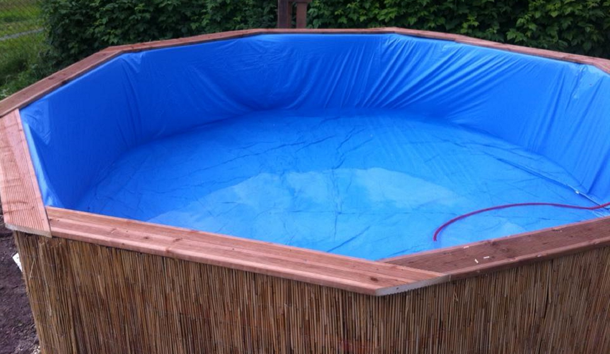 Fabriquer sa piscine diy en palettes pour moins de 100 - Fabriquer un chauffe eau piscine bois ...
