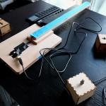 Les boîtiers BrutBox et des instruments de musique DiY, du sur-mesure pour les publics en situation de handicap. © Carine Claude